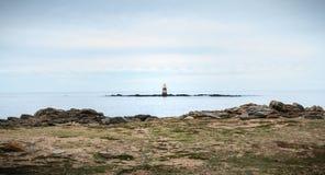 Resto de um semáforo em Pointe du Mas na ilha de Yeu fotografia de stock royalty free