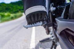 Resto del pie de la motocicleta Fotos de archivo libres de regalías