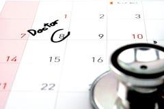 Resto di appuntamento di medico sul calendario Immagini Stock Libere da Diritti
