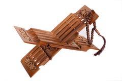 Resto di libro per Koran con il rosario di legno Fotografia Stock Libera da Diritti