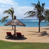 Resto luxuoso de Bali, Indonésia na praia Fotos de Stock Royalty Free