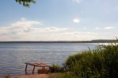 Resto sulla riva del lago Fotografia Stock