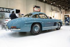 Restorated en la voiture de Brabus Mercedes-Benz 300SL est sur le Salon de l'Automobile de Dubaï 2017 Image stock