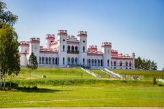 Free Restoration Of An Old Medieval Castle. Beautiful Facade Of The Palace In Kossovo, Brest Region, Belarus. Summer Landscape Royalty Free Stock Photography - 183693607