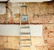 Restos da demolição na construção do interior da cozinha fotos de stock