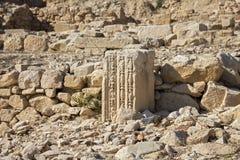 Restos de la columna en las ruinas de la ciudad antigua Fotos de archivo libres de regalías