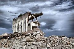 Restos de la demolición de edificios abandonados Fotos de archivo libres de regalías