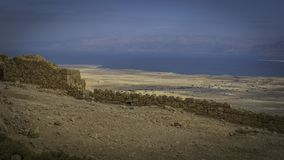 Restos de las paredes del palacio de Masada imagen de archivo libre de regalías