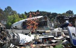 Restos de un aeroplano estrellado en la tierra Foto de archivo