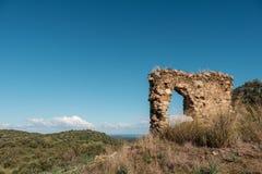 Restos del edificio de piedra antiguo en Córcega imágenes de archivo libres de regalías
