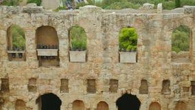 Restos del edificio de piedra antiguo, fachada vieja con las ventanas, valor histórico metrajes
