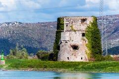 Restos del edificio del fortalecimiento del imperio otomano en Croacia Imagenes de archivo