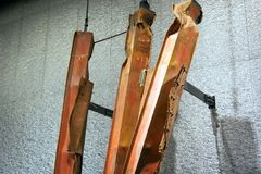 Restos memoráveis das construções de 9/11 de aço dos tridentes do museu das torres gêmeas destruídas Imagem de Stock