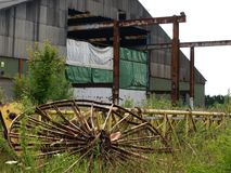 Restos quebrados de la fábrica de la construcción naval Imagenes de archivo