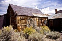 Restos rústicos en un pueblo fantasma Imagen de archivo