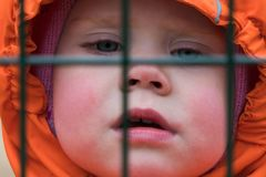 Restricción de las libertades de niños foto de archivo