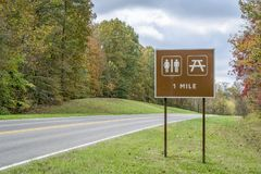 Restrooms and picnic sign along Natchez Trace Parkway. In Tennessee, fall colors in late October stock image