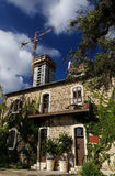 Resturant após a preservação contra construções altas modernas Imagem de Stock Royalty Free