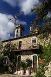 Resturant nach Bewahrung gegen moderne hohe Gebäude Lizenzfreies Stockbild
