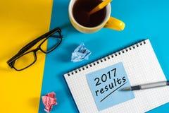 2017 resultados Comentario del año Nota en el lugar de trabajo Foto de archivo libre de regalías