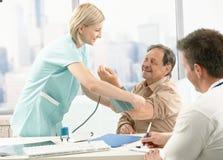 Resultados de espera da medida da pressão sanguínea Imagem de Stock Royalty Free