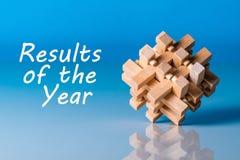 Resultados del año - o del comentario 2017 Texto en el fondo azul con el enigma Imagen de archivo
