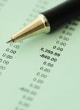 Resultados financieros del asunto - presupuesto calculador Fotografía de archivo libre de regalías