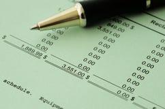 Resultados financieros del asunto - presupuesto calculador Imagen de archivo libre de regalías