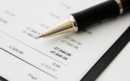 Resultados financieros del asunto - presupuesto calculador Foto de archivo libre de regalías