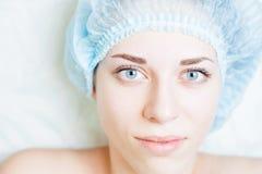 Resulte após o tratamento da cosmetologia do rejuvenescimento e a correção da sobrancelha Imagem de Stock Royalty Free