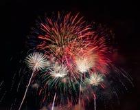 Resuma el fondo coloreado del fuego artificial usado por el Año Nuevo f de la capa Imagen de archivo libre de regalías