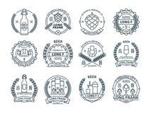 Resuma los emblemas descoloridos de la cerveza, símbolos, iconos, etiquetas del pub, colección de las insignias Imagen de archivo