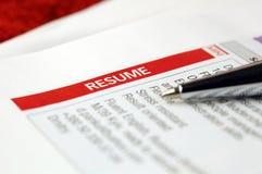 Resume. Tidningsannons. Fotografering för Bildbyråer