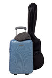 Resväska med gitarrpåsen royaltyfria foton