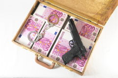 Resväska mycket av sedlar Arkivfoton