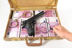 Resväska mycket av sedlar Royaltyfri Foto