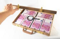 Resväska mycket av sedlar Royaltyfri Fotografi