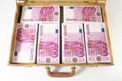 Resväska mycket av sedlar Royaltyfria Bilder