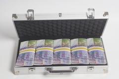 Resväska mycket av tusen schweizisk franc royaltyfri fotografi