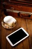 Resväska och gammal kamera Royaltyfri Foto