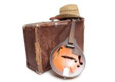 Resväska och gammal mandolin två Arkivbilder