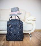 Resväska och hatt Royaltyfria Bilder