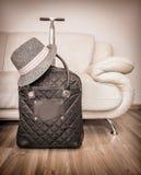 Resväska och hatt Fotografering för Bildbyråer