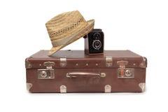 Resväska och retro kamera sex Arkivfoton