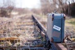 Resväska på drevstationen Royaltyfria Foton