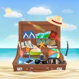 Resväska som är öppen med strandloppobjekt på stranden Fotografering för Bildbyråer