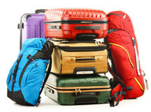 Resväskor och ryggsäckar på vit Fotografering för Bildbyråer