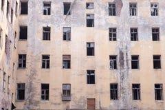 Resztki ściana rujnujący dom obrazy royalty free