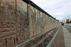 Resztki Berlińska ściana Blisko Checkpoint Charlie obrazy stock
