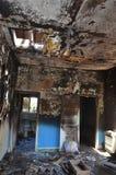 Resztki sypialnia apartament po katastroficzego domu ogienia ? zdjęcia stock